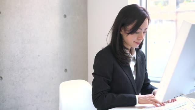 若いビジネス女性  - ビジネスマン 日本人点の映像素材/bロール