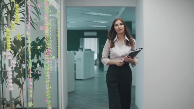 young business woman with empty office documents - ассистент стоковые видео и кадры b-roll