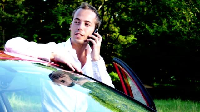 stockvideo's en b-roll-footage met young businessman on the phone - ridderlijkheid
