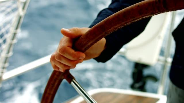 stockvideo's en b-roll-footage met young captain sturende boot - boat