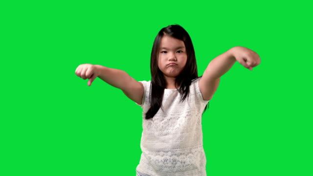 young child girl thumb on rejection - negacja filmów i materiałów b-roll