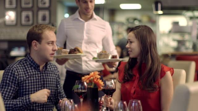 ms tu junges paar, trinken wein im restaurant - portion stock-videos und b-roll-filmmaterial