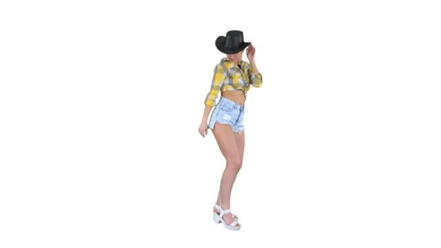 vídeos y material grabado en eventos de stock de joven vaquera bailando sobre fondo blanco - miembro parte del cuerpo
