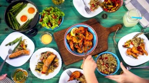vídeos de stock e filmes b-roll de young family having lunch at home - food