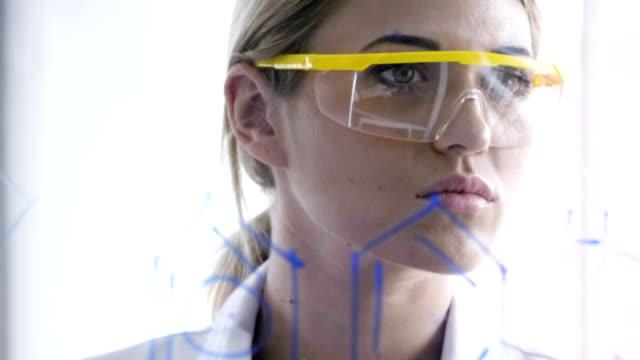 young female chemical - occhiali protettivi video stock e b–roll
