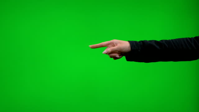 vídeos de stock e filmes b-roll de young female hand gesturing in front of green screen presenting pointing thumb up snapping clapping - europe points