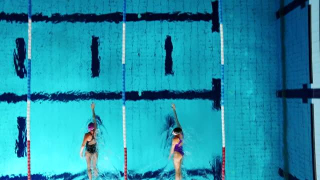 若い女性スイマーズプール - 水泳点の映像素材/bロール