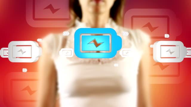 молодая женщина, нажав на экране появится батареи символы - lightning стоковые видео и кадры b-roll