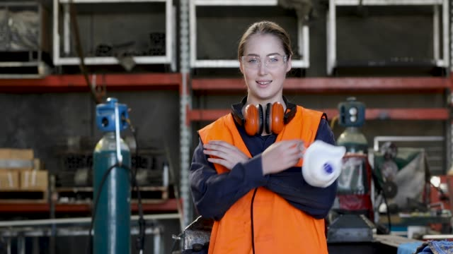 young female tradesperson in hi-vis safety vest - apprendista video stock e b–roll