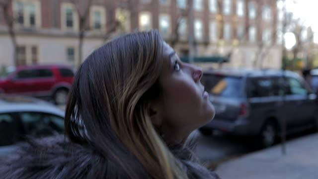 young female woman walking on the street new york city - walking home sunset street bildbanksvideor och videomaterial från bakom kulisserna