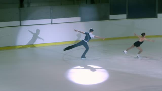 vídeos y material grabado en eventos de stock de ts de patinaje artístico par realiza - coordinación