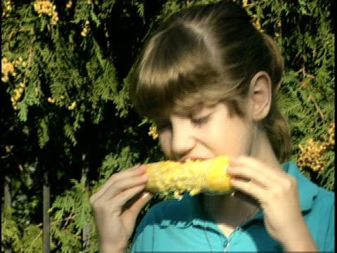 young girl eating corn - endast flickor bildbanksvideor och videomaterial från bakom kulisserna