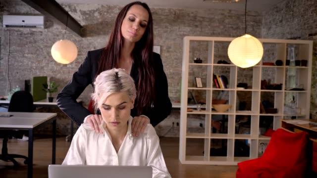 video-lesbi-v-ofise