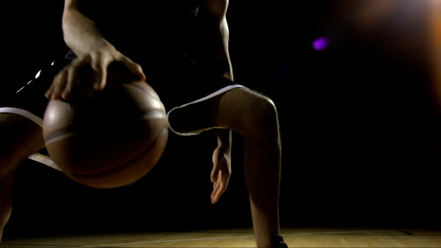 stockvideo's en b-roll-footage met young man dribbling a basketball - basketbal teamsport