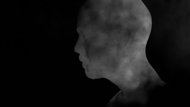 junger mann in rauch doppelbelichtung - mann bart freisteller stock-videos und b-roll-filmmaterial
