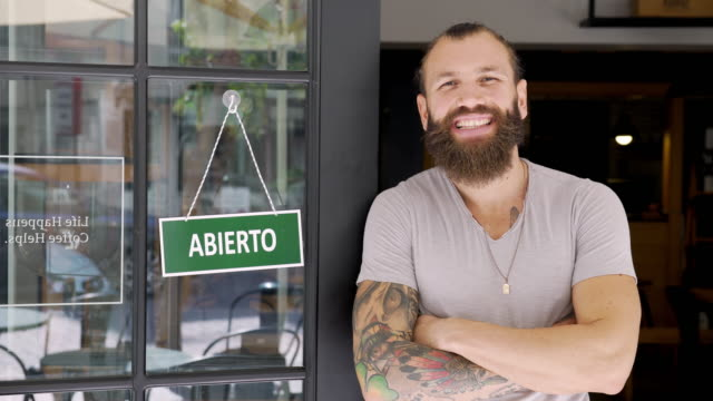 Young man running a Spanish small business video