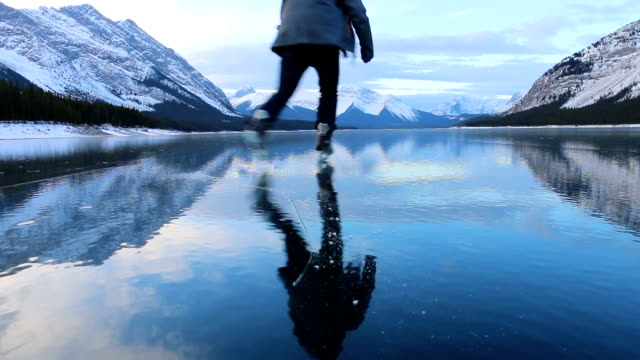 young man solo skates on beautiful mountain lake - semplicità video stock e b–roll