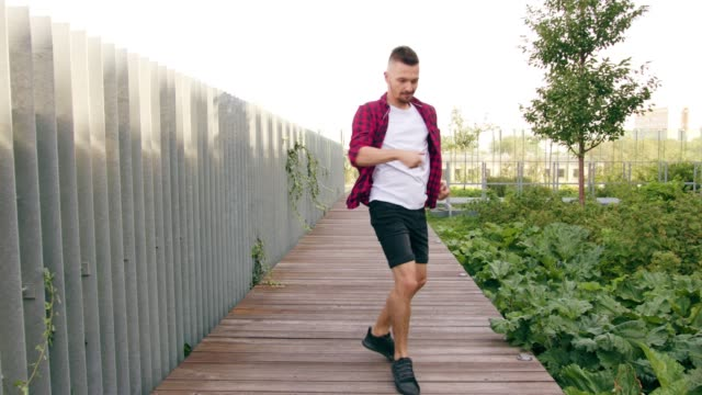 young men dancing in the street - pantaloncini video stock e b–roll