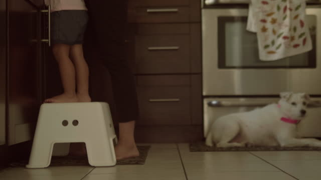 vídeos de stock e filmes b-roll de young mother and son washing hands in kitchen sink - cooker happy
