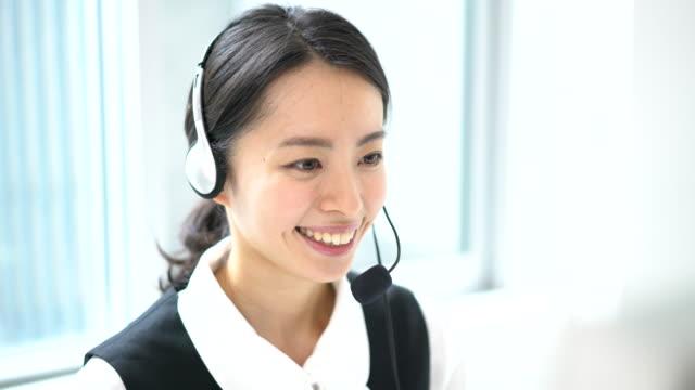 若いオペレーター女性 - オペレーター 日本人点の映像素材/bロール