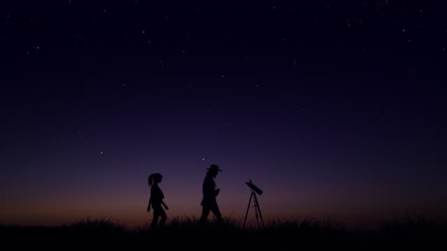 young people observing the night sky - astronomia video stock e b–roll