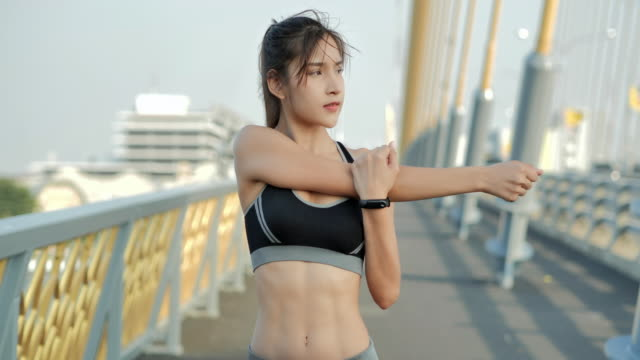 Young sports woman stretching and preparing to running in the city.Woman with beautiful body after diet.Lifestyle,Success,Power,Healthy,Women in SportSport Prep - vídeo