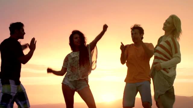 Danza giovane tramonto - video