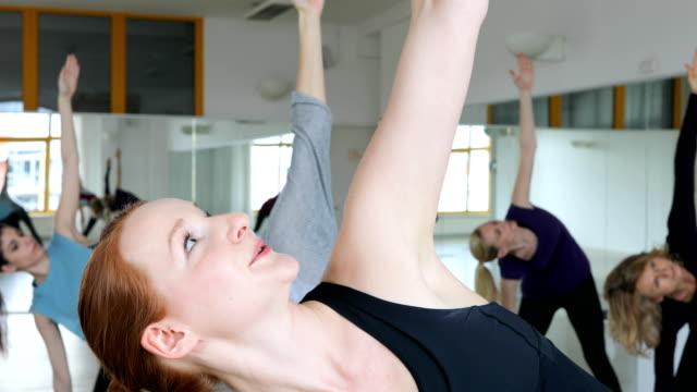 young trainer instructing females in yoga class - 40 49 lat filmów i materiałów b-roll