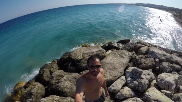 young traveller taking a selfie in french riviera, france - ritratto 360 gradi video stock e b–roll
