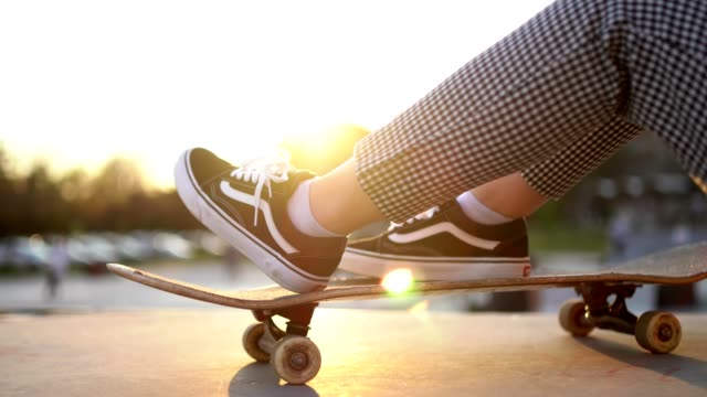 young urban woman with a skateboard - miroslav mitic stock videos and b-roll footage