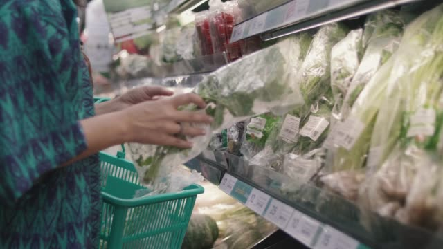 young woman buying vegetable - insalata video stock e b–roll