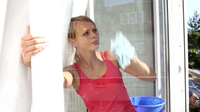 stockvideo's en b-roll-footage met young woman cleaning windows - flat cap