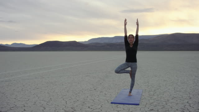 4K UHD: Young Woman Doing a Tree Yoga Pose aDesert Sunset video