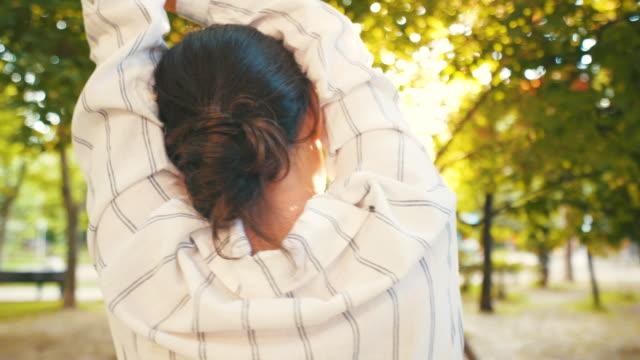young woman enjoying sunset. - mindfulness стоковые видео и кадры b-roll