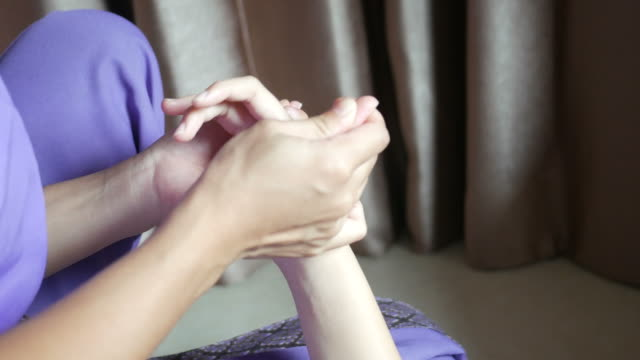 young woman having relaxing  with thai massage - cultura tailandese video stock e b–roll