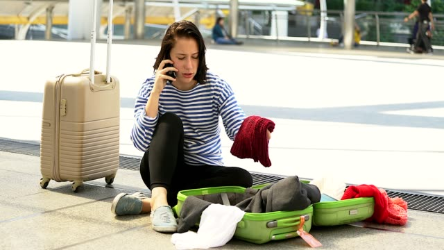 young woman loss her wallet.she is sad and no idea to do next. - cercare video stock e b–roll