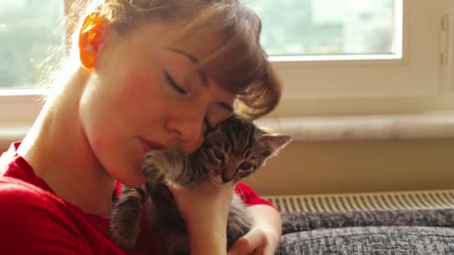 Young woman loving her cat