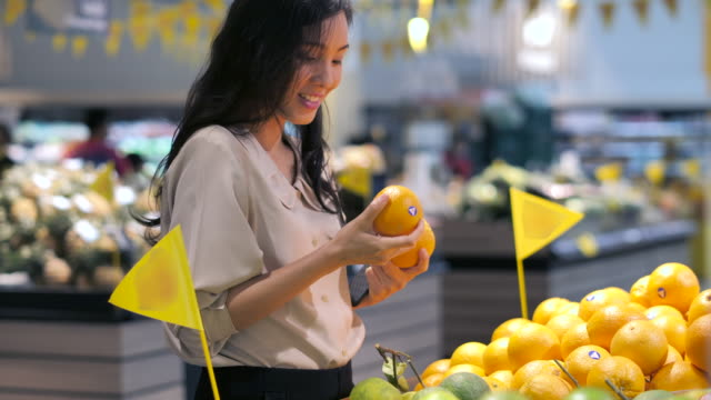 young woman shopping fresh vegetable choose a fruit in market.healthy,lifestyle - bio food video stock e b–roll