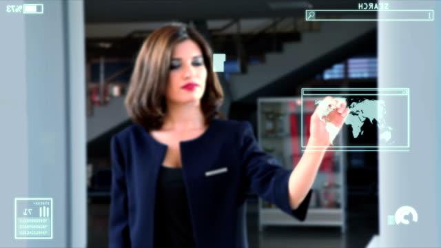 vídeos de stock, filmes e b-roll de jovem mulher tocando tela - pin