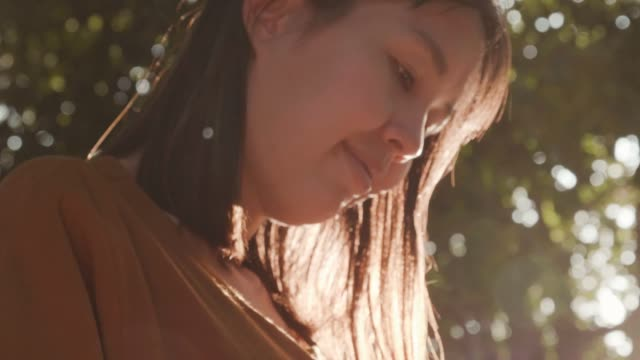 Young woman using a smartphone in the city with lens falre Close-up Hand of asian woman using smart phone with sunlight and lens flare, 4K Resolution goal post stock videos & royalty-free footage