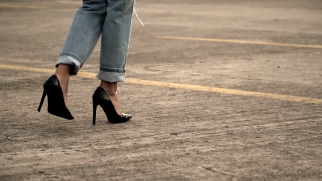 young woman walking high heel - jeans video stock e b–roll