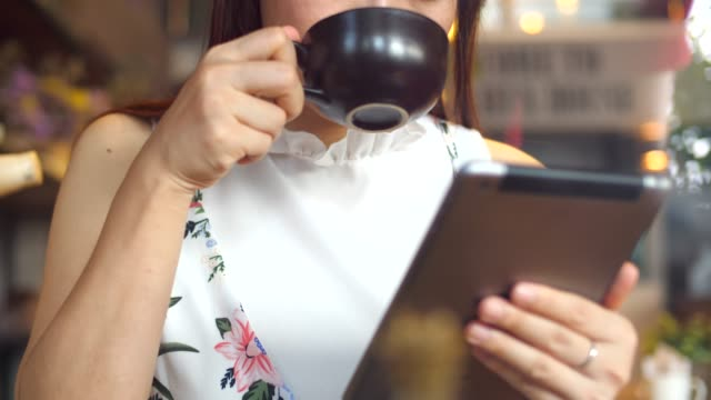 Youngwoman Using Tablet in Cafe video