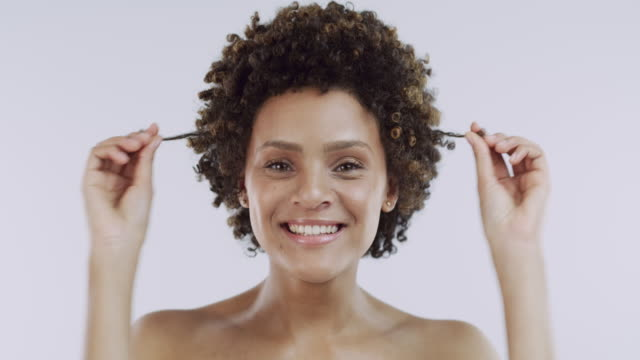vídeos de stock e filmes b-roll de your best self is your beautiful self - beleza natural