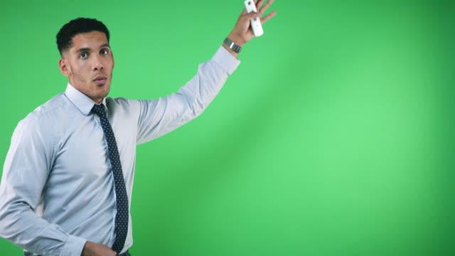 vídeos de stock e filmes b-roll de your latest weather news - weatherman