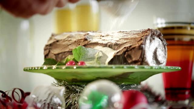 vídeos de stock e filmes b-roll de tronco de natal ch fo - christmas cake