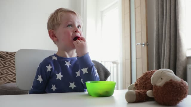 yummy jordgubb - star pattern bildbanksvideor och videomaterial från bakom kulisserna