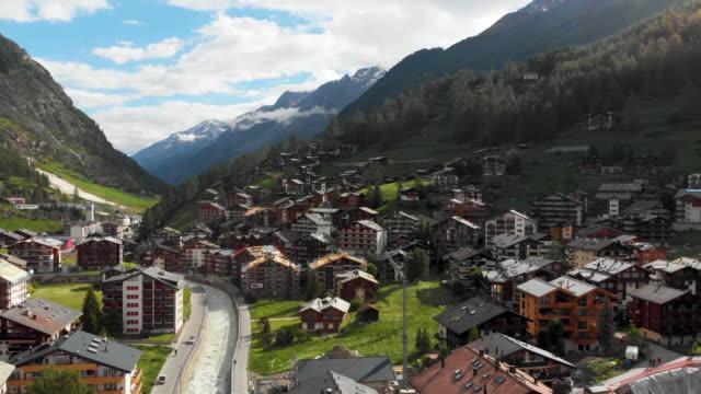 stockvideo's en b-roll-footage met zermatt dorp landmark - zermatt