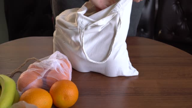 zero waste food shopping. bags for carrying fresh fruit and vegetables - icona supermercato video stock e b–roll