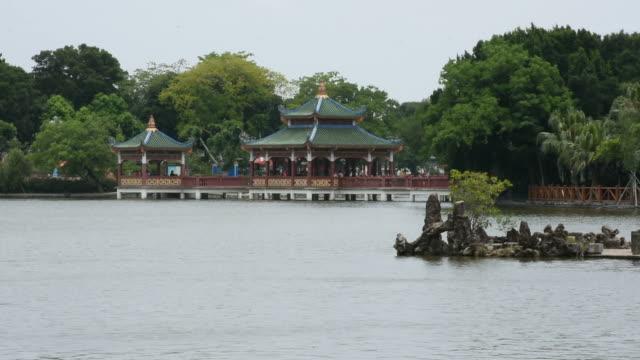 vídeos de stock, filmes e b-roll de zhongshan park em shantou, china - característica arquitetônica