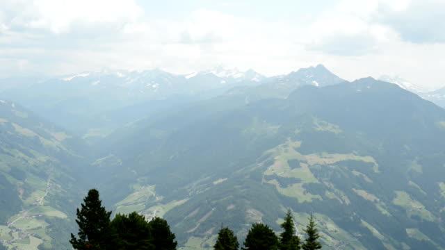zillertal camera pan of mountains (austria) - delstaten tyrolen bildbanksvideor och videomaterial från bakom kulisserna